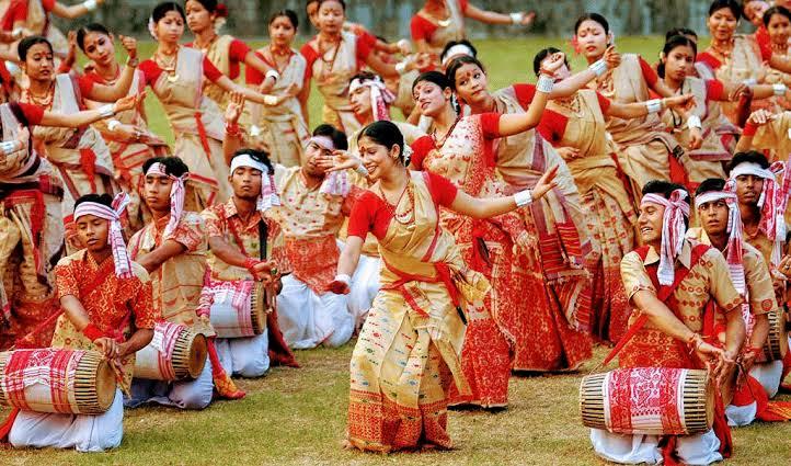 File:The young people dancing the traditional Bihu.jpg - Wikimedia ...